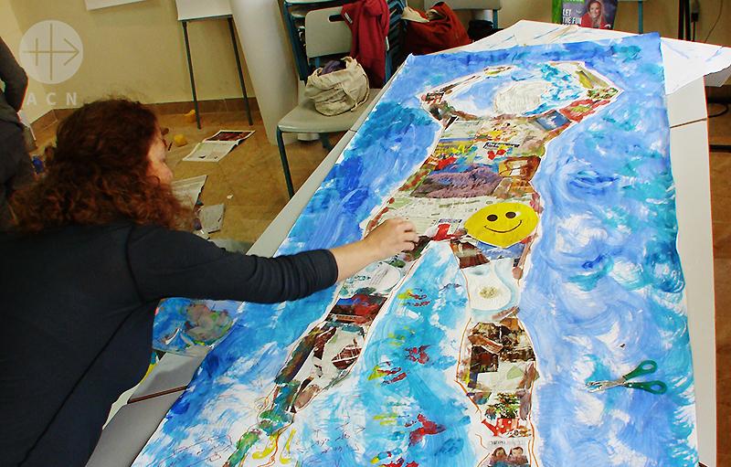 미술치료에 임하는 JCJCR의 영성심리상담 프로젝트 참가자(출처=ACN 자료사진)